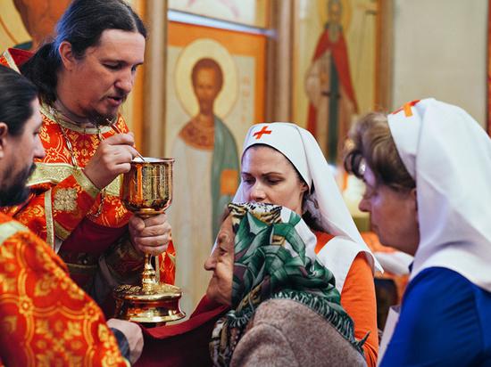 В московских церквях не нашли одноразовых стаканов для причастия
