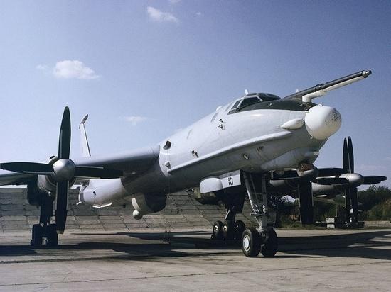 СМИ сообщили о пролете Ту-142 над американским военным лагерем в Арктике