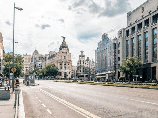 Власти Испании ограничат передвижения по стране из-за коронавируса