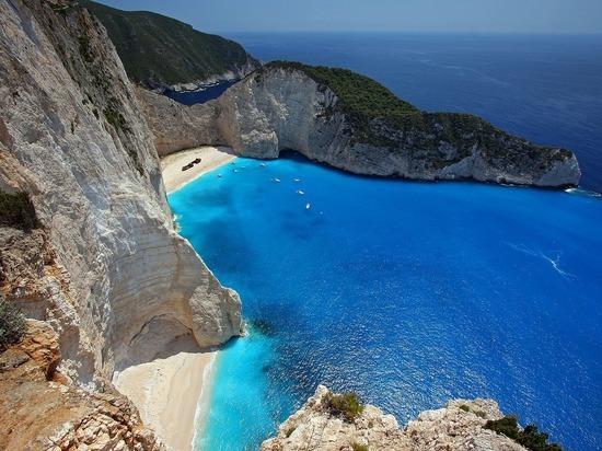 Греция с 15 марта закроет пляжи и курорты из-за коронавируса