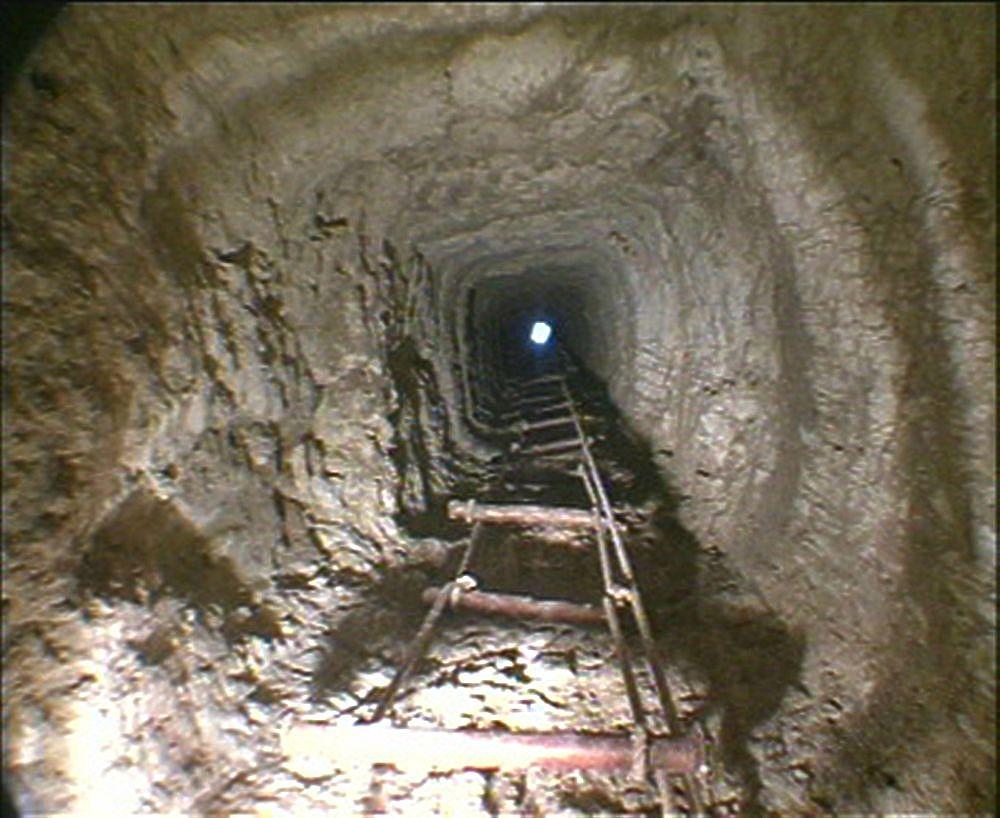 Загадка дыры: как пенсионеры раскопали подземную пирамиду
