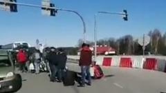 На польско-украинской границе из-за коронавируса скопились толпы людей: видео