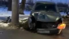 Лада влетела в столб в Иванове