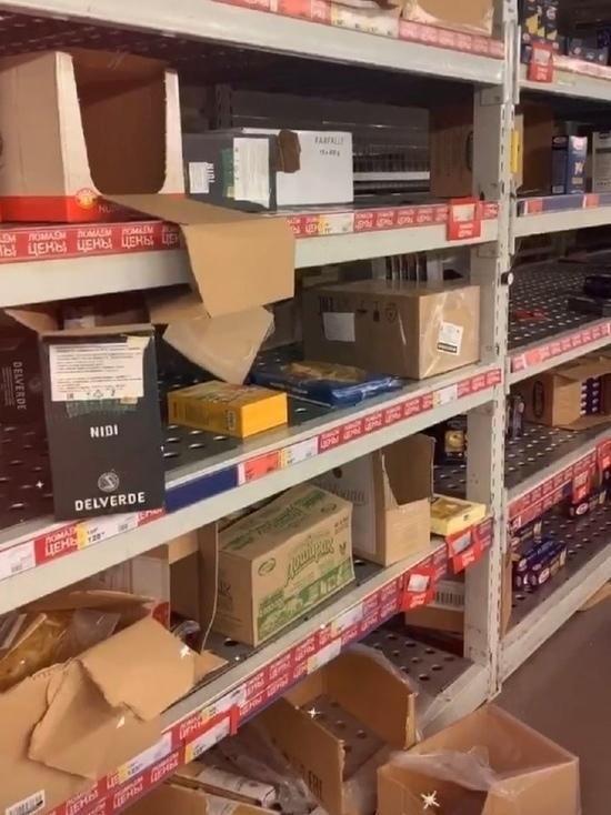 Из-за коронавируса красноярцы массово скупают продукты в гипермаркетах