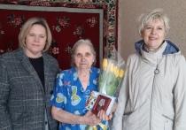 Депутаты ЛДПР вручают памятные медали к юбилею Победы