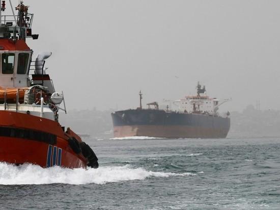 """Bloomberg: фрахт нефтяных супертанкеров """"астрономически"""" подорожал"""