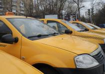 Исследование: пассажиры похвалили женщин-таксистов за аккуратность
