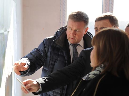 Любимов ознакомился с ходом строительства нового здания облсуда