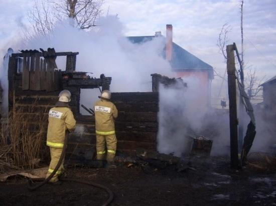 В Иванове на Керченской сгорели сараи
