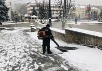 Весенний снегопад в Железноводске встретили во всеоружии