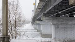 Житель Новокузнецка прыгнул с моста в холодную Томь