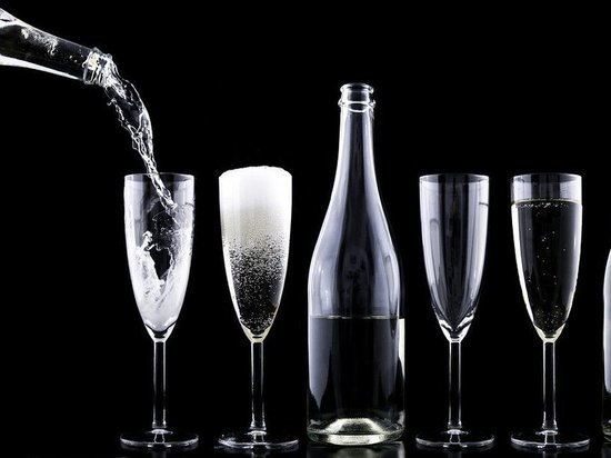 СМИ: поставки алкоголя в Россию и-за коронавируса могут прекратиться