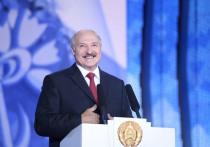 Лукашенко рассказал анекдот про пьющего водку от коронавируса Жириновского