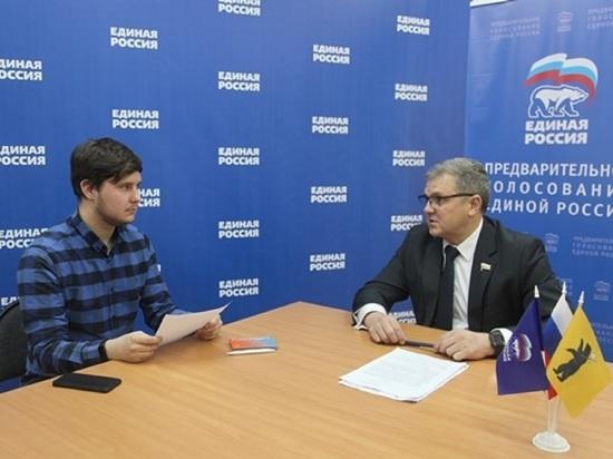Первый кандидат на участие в предварительном голосовании на довыборы в Госдуму подал документы