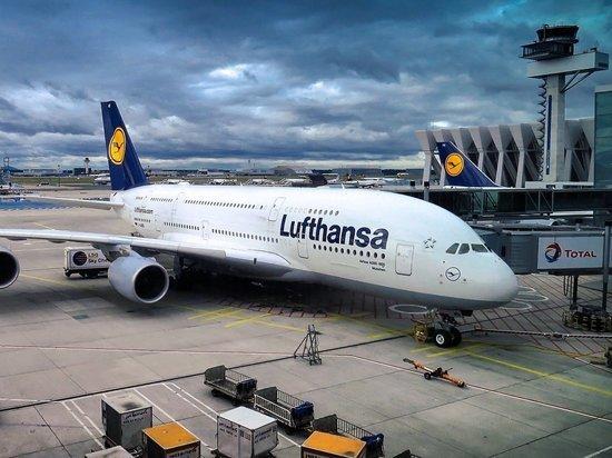 Коронавирус в Германии: Lufthansa отменяет почти все рейсы