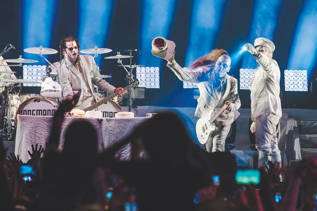 Музыканты Lindemann закидали москвичей тортами перед «апокалипсисом»
