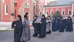 В  московском монастыре прошли крестным ходом против коронавируса