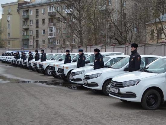 Ивановским полицейским вручили ключи от двадцати новых машин
