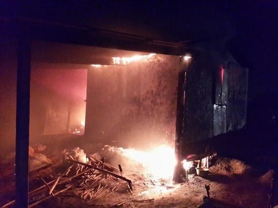 В Ивановской области в ночном пожаре сгорел большой гараж