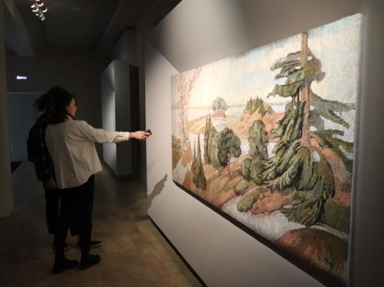 Новый проект представляет собой выставку картин и гобеленов Татьяны Черновой, известной по участию в нашумевшем проекте «Остров блаженных», состоявшемся в рамках второго фестиваля «Первая фабрика авангарда»