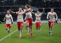 В мировом футболе наступили тревожные дни. Практически все европейские лиги (кроме белорусской) сидят на карантине. Юбилейный Евро-2020 перенесен. Лига чемпионов с Лигой Европы сдвинуты. Жизнь остановилась.