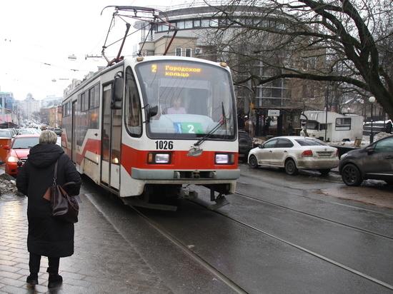«Военный» трамвай вышел на маршрут № 2 в Нижнем Новгороде
