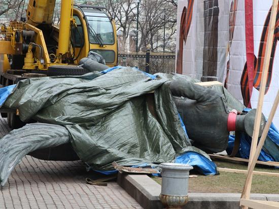 Скандал с кремлевским памятником Жукову: дочь не предупредили о замене
