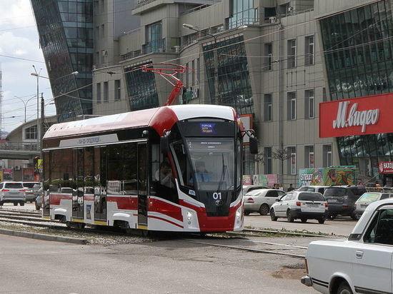 В Улан-Удэ легковой автомобиль остановил работу трамваев