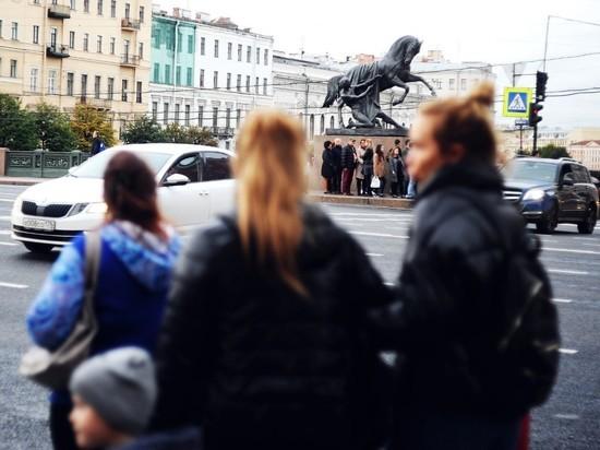 Беглов попросил россиян не приезжать в Петербург