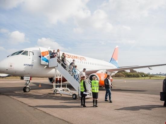 Пассажиров самолета Москва-Псков встретили медики