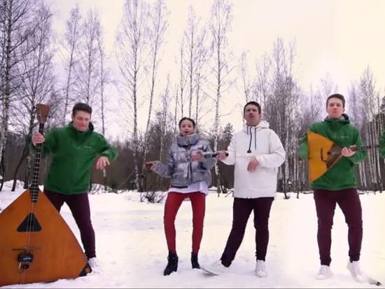 «Коронавирус, адьес»: балалаечник из Перми перепел песню Little Big
