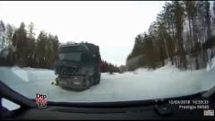 Место аварии, случившейся под Костомукшей в марте 2018-го, попало на видео