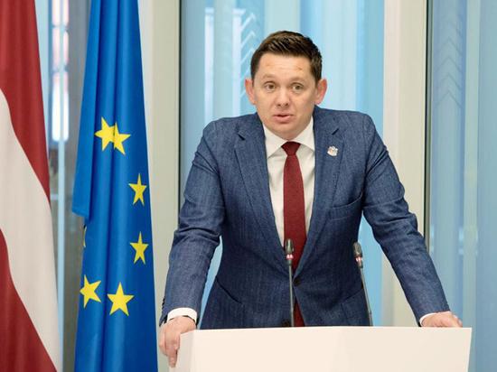 Латвийского депутата, заразившегося коронавирусом, задозрили в обмане