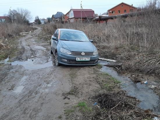 Арендаторы каршеринга бросили машину в ручье канализации