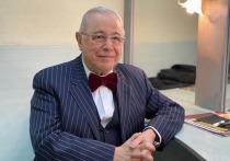 74-летний сатирик Евгений Петросян тайно стал отцом, ребенок у него с молодой помощницей Татьяной Брухуновой родился во время отдыха в ОАЭ, сообщает Starhit со ссылкой на окружение юмориста