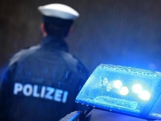 Германия: Водитель припарковал грузовик прямо на автобане