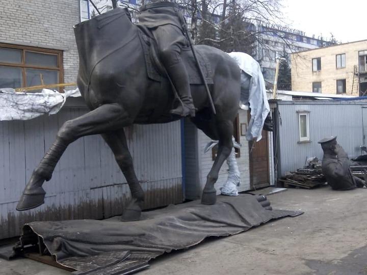 Продолжение странностей с памятником Жукову