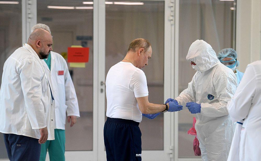 Путин в респираторе: кадры из больницы в Коммунарке поразили публику