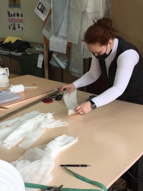 В Кызыле Совет женщин шьет защитные маски для многодетных семей