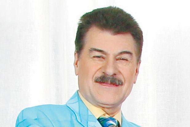 """Солист группы """"Доктор Ватсон"""" Мамиконов призвал """"не сидеть по углам"""""""