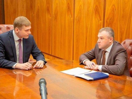 Журналисты «Пульса Хакасии» опубликовали справку о доходах Богдана Павленко, который в течение 8 месяцев работал в команде главы республики и заработал за это время боле 2,5 миллионов рублей