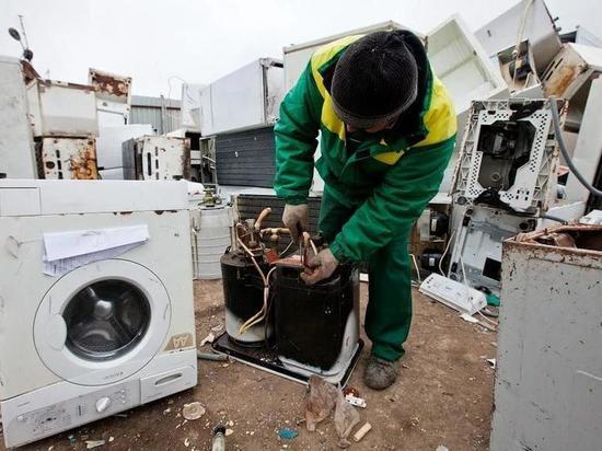 Сахалинец находит у мусорных контейнеров почти целую бытовую технику