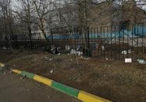 Ночной ураган в Оренбурге превратил в свалку школьный двор