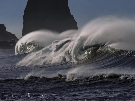 Стала известна высота волны цунами из-за землетрясения на Курилах