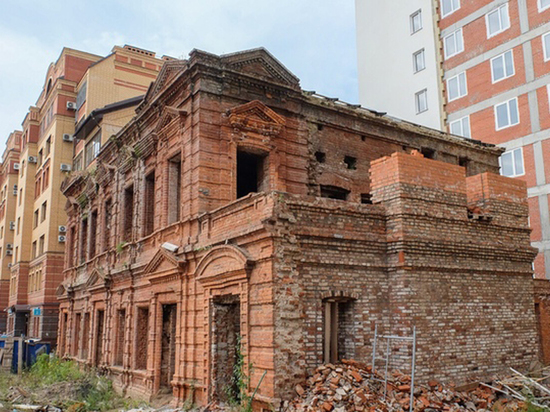 Заброшенный и разваливающийся объект историко-культурного наследия, известный как дом...