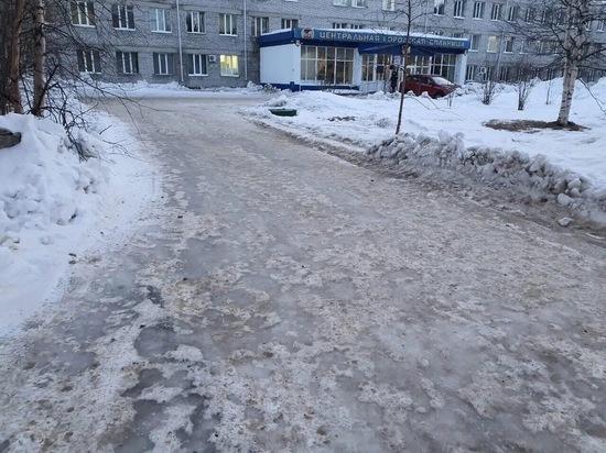 Депутат Госдумы от ЯНАО проконтролирует содержание территории у больницы Ноябрьска