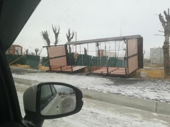Ветер в Чите срывает крыши и переворачивает остановки