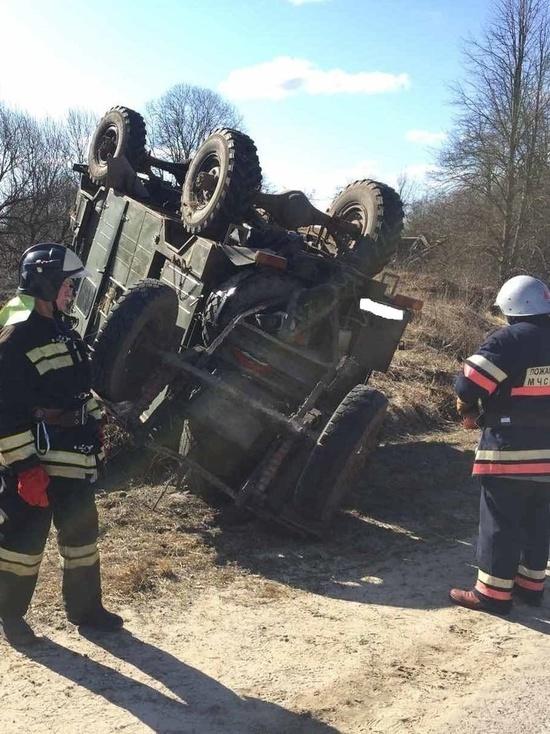 Водитель перевернувшегося под Калугой грузовика погиб