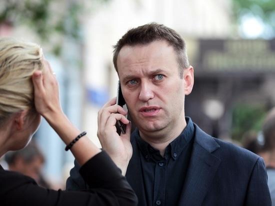 """Навальный сообщил о нападении: """"Облили молоком с коронавирусом"""""""