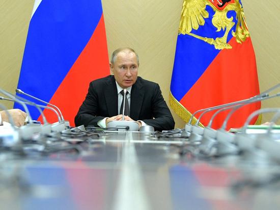 Путин призвал рассчитывать больничный из суммы не менее одного МРОТ